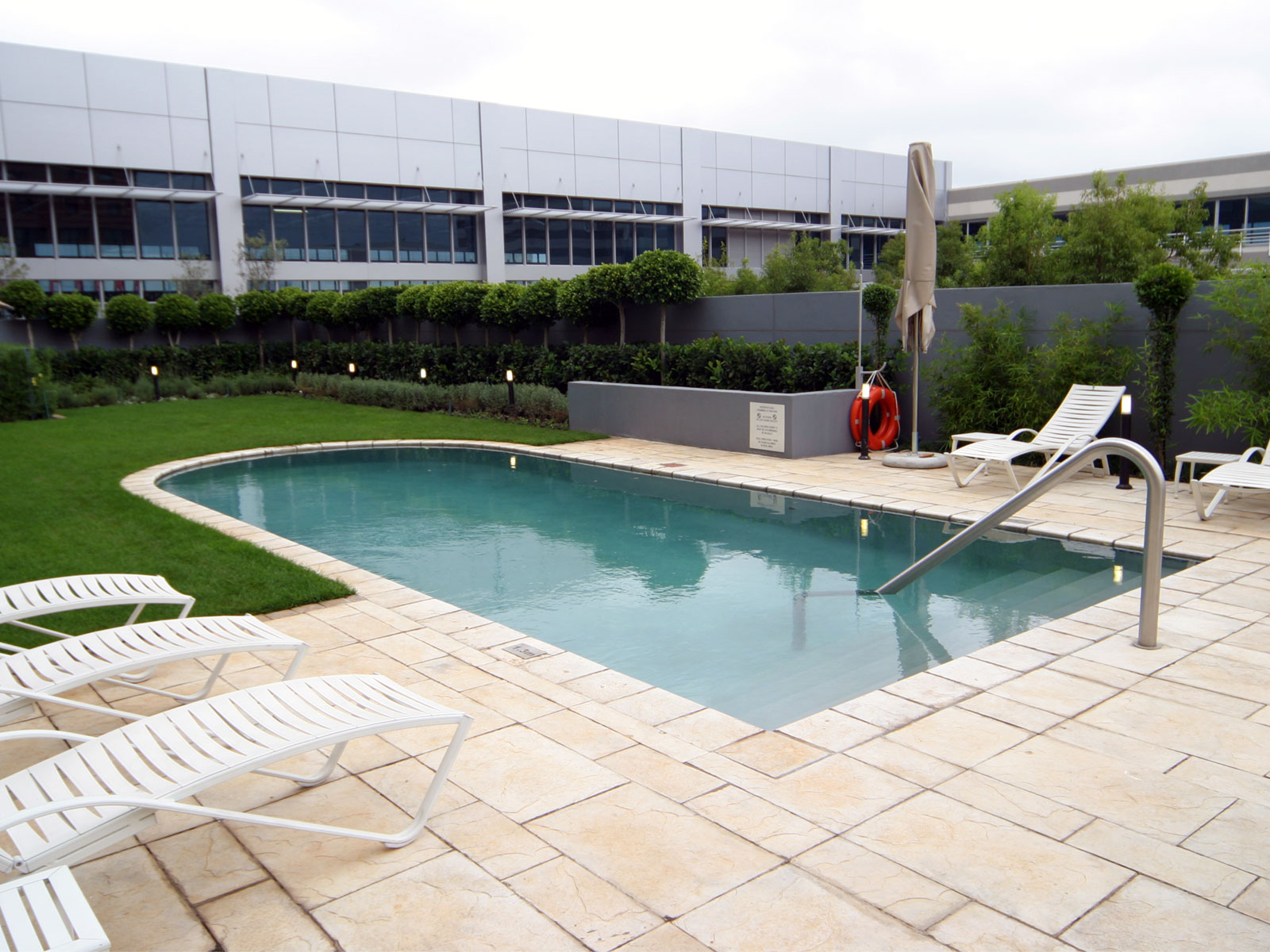 Holiday Inn Outdoor pool